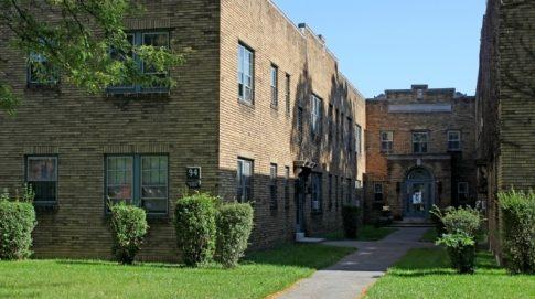 Oliver Court, Exterior